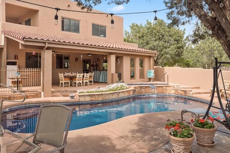 Casa Oasis  with Privacy & Blue Tile Pool