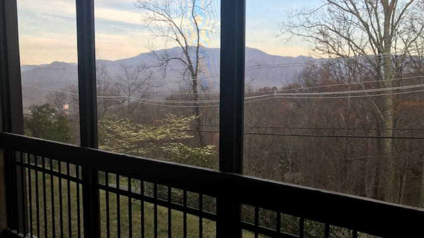 Mountains + Gatlinburg = Your Great Escape!