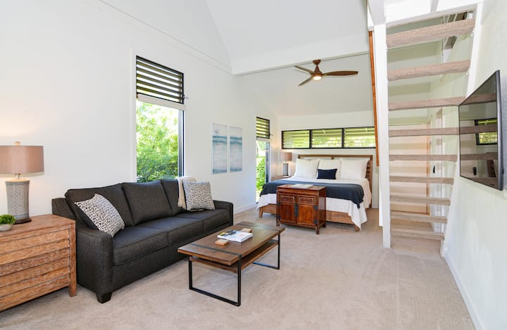 New Listing! -Modern Suite in Princeville Paradise