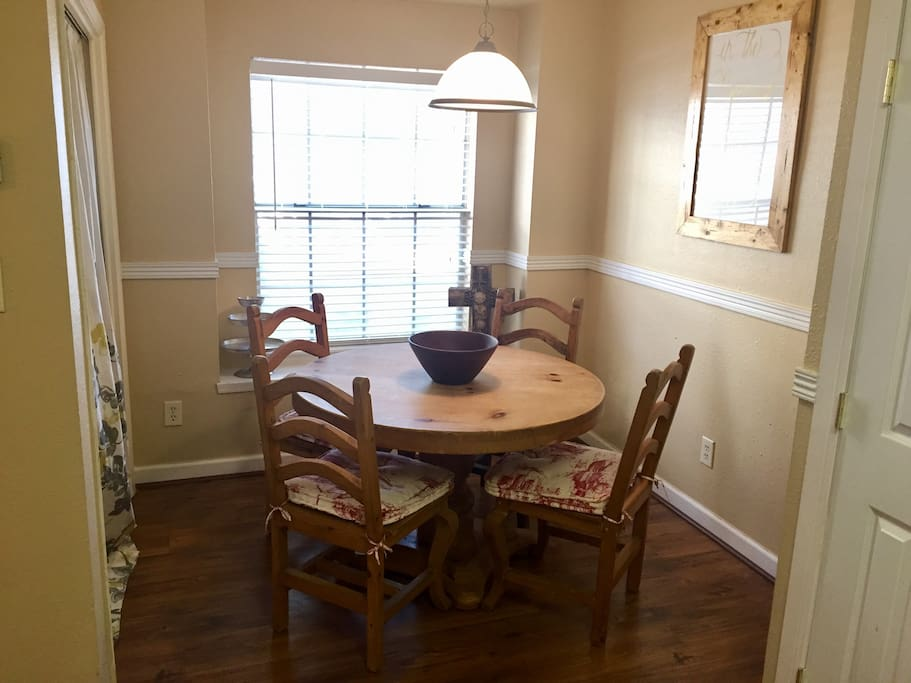 Breakfast/dining area
