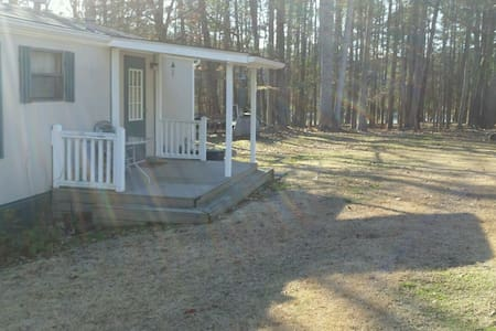 Linwood's Cabin-Quaint home with dock on Kerr Lake