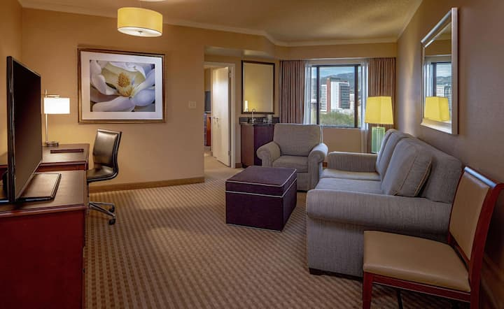 Contiguous Suite Two Double Beds At Good Location