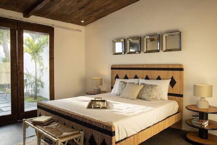Tropical stay at Souq Villa 02 w/ breakfast for 2!