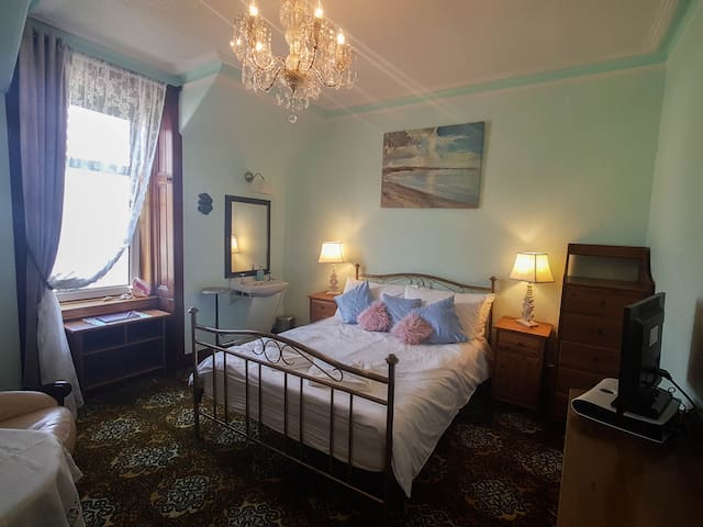 Drumfearne Guesthouse // Sea View