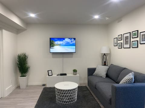 Cozy suite w/separate entrance near Airport w/Wifi