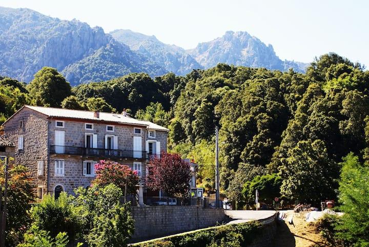 Village mer montagne