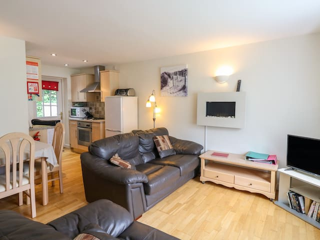 ROOFERS RETREAT, family friendly in Camelford, Ref 953340
