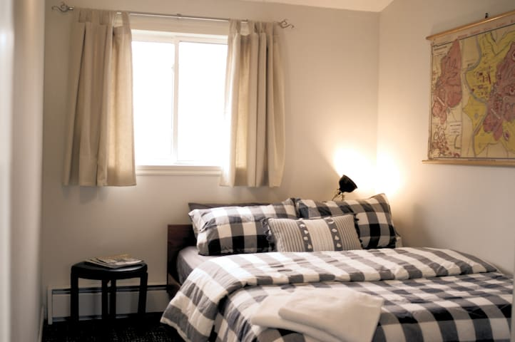 Guest Room #2 w/ Queen Bed