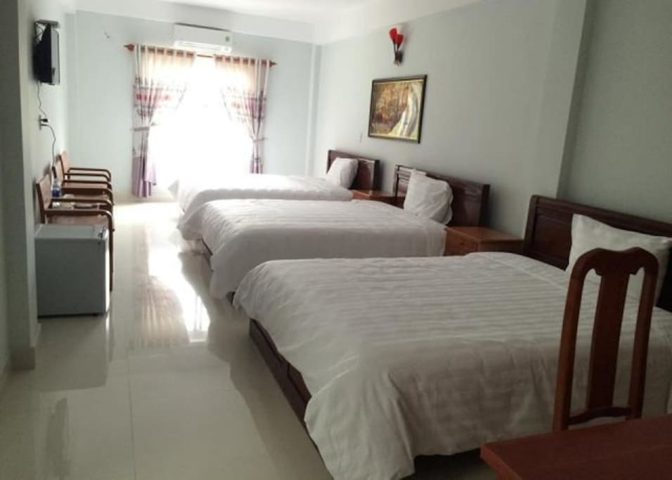 Deluxe room with 3 beds and pool view