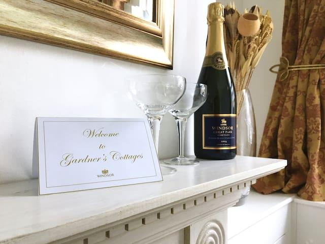 Windsor Gardner's Cottage sister property (WGC 79)