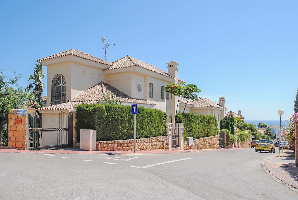Villa LA GALLINA with private entrance, garden and swimming pool, sea views