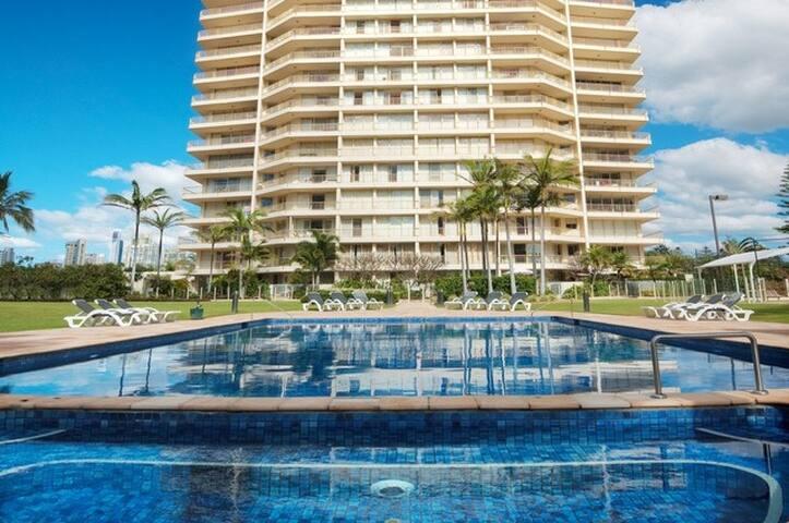 Resort Living - Main Beach - Main Beach - Apartamento