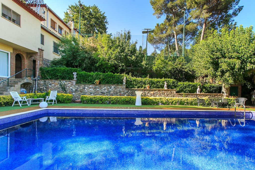 Montmel apartment pool 5 persons guest suites for - Piscina montornes ...