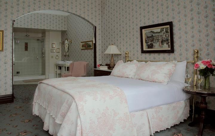 Maggie Russ Room-202 - Victorian Inn