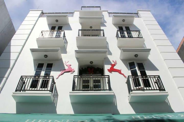Hi Heine !! Budget Hotel in Manado with Breakfast