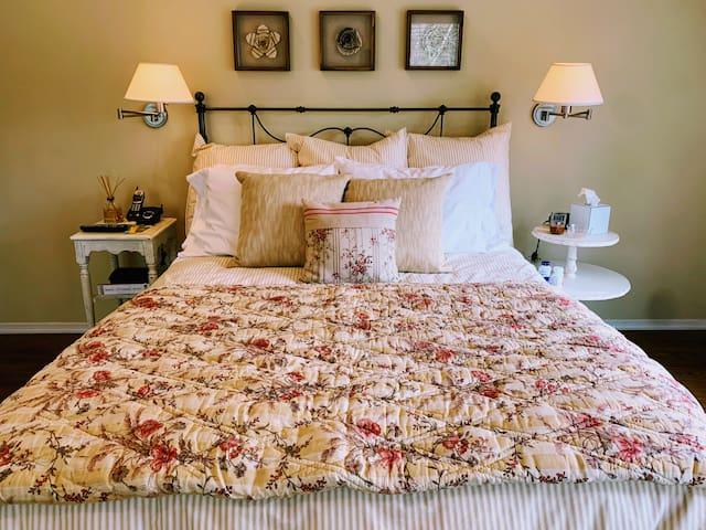 Master bedroom with Queen size memory foam bed