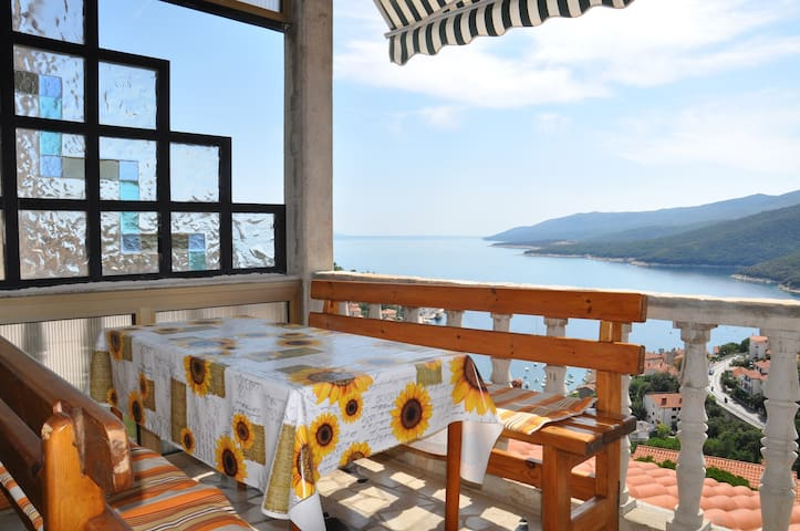 FerienWohnung with balcony and sea view