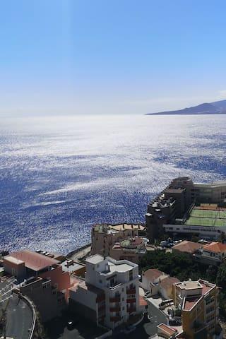 Habitacion con terraza y vistas al mar Tabaiba