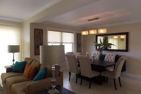 Luxury seaview 2 bedroom penthouse - Montego Bay - Huoneisto