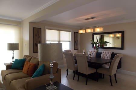 Luxury seaview 2 bedroom penthouse - Montego Bay - Daire