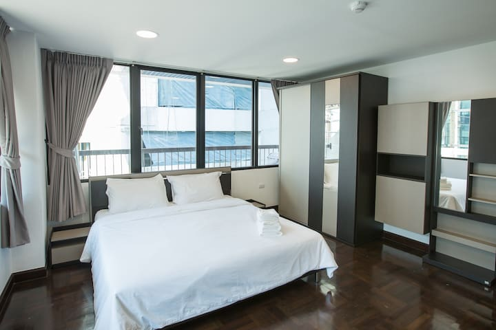 King-sized bed placed in the spacious bedroom!