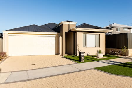 Perth 5* Luxury  Home! Free WiFi  Upto 14 Guests!