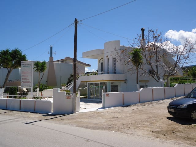 Εξοχική κατοικία,  για  θάλασσα & για βουνό...