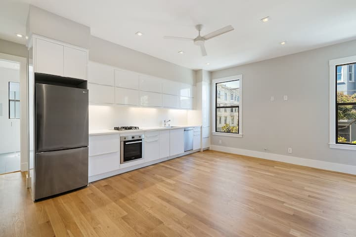 Contemporary Flat in the best part of the Mission!