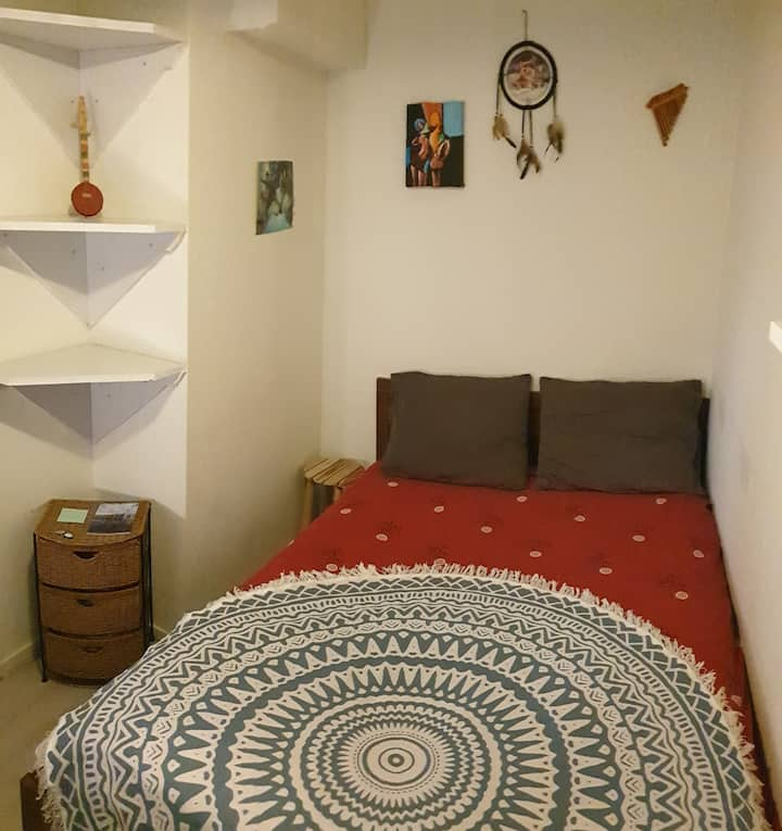 Only women/couples, comfy room near Uni and Park