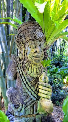 Selby Garden wood carving