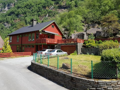 Hildal Apartment, near Trolltunga. 10 min to Odda