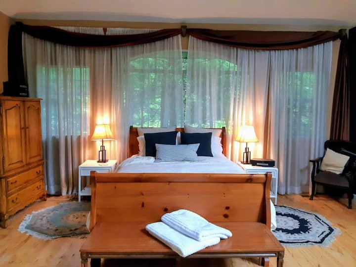 Riverside Retreat, Large Private Suite