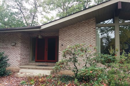 Clean Comfortable 1BR. Private Home in West Akron
