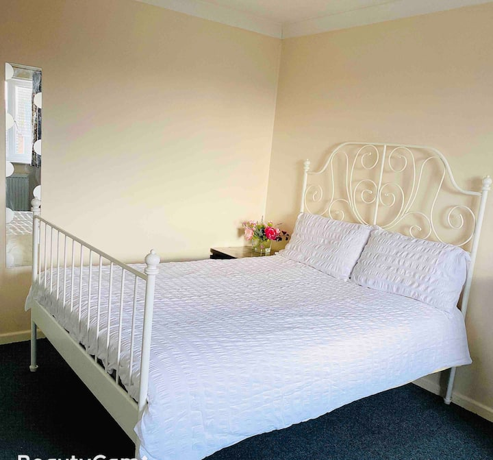 Private room near train coach station Free parking