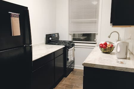Edgewater/Andersonville Apartment - 시카고 - 아파트