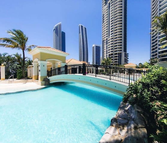 HEART OF SURFERS PARADISE-POOL-WIFI-BEACH-SHOPPING