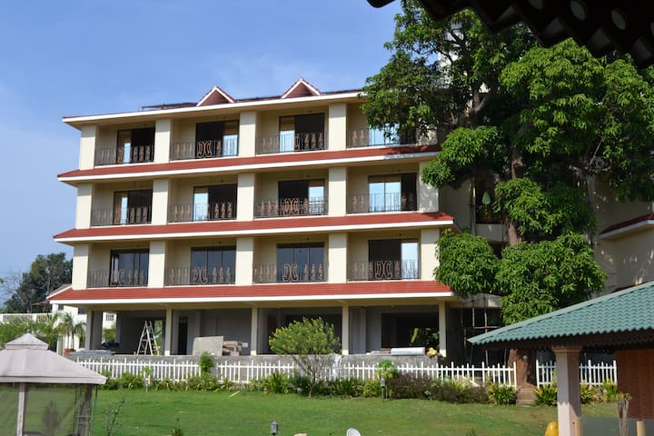 Hotel Building In Murbad