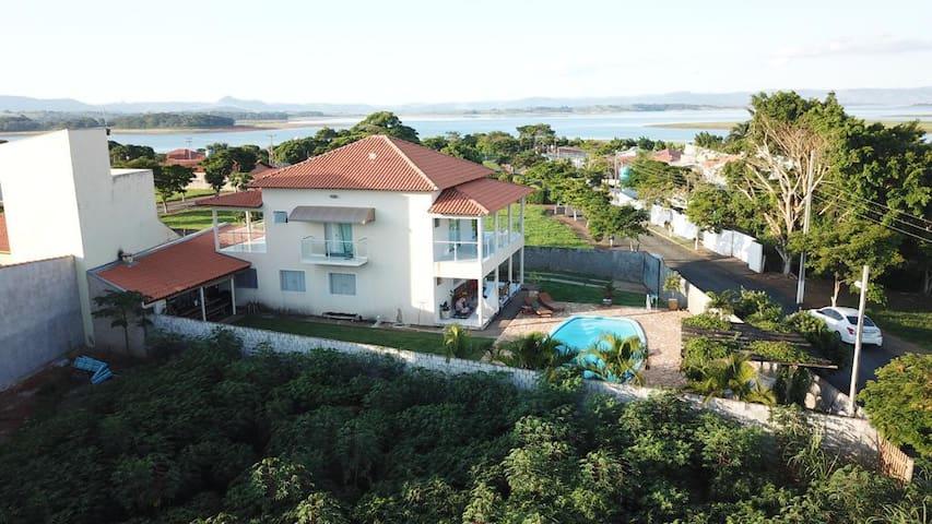 Carlópolis  Casa charmosa com vista para o lago