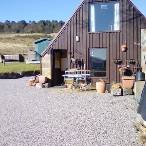 Lovely self catering cabin with panoramic views.