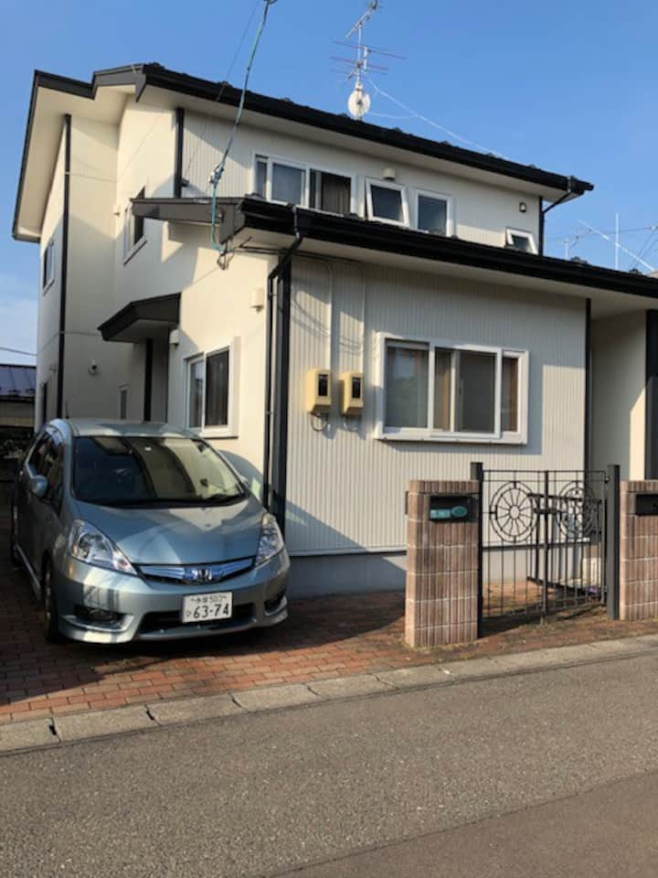 Japanese family style house  Free wifi & Parking