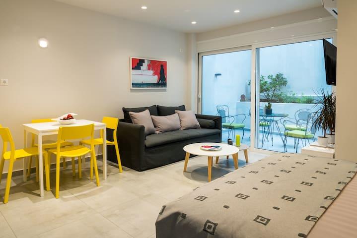 Central cozy Studio with a Secret Garden