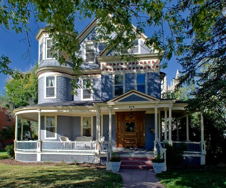 Private Carriage House, walk to downtown Co Spgs