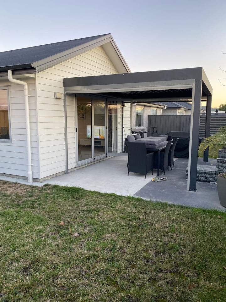 Modern 3 Bedroom Town Close to CBD