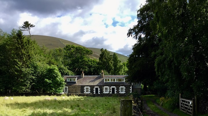 Tranquil  secluded holiday cottage. Peebles 4m.