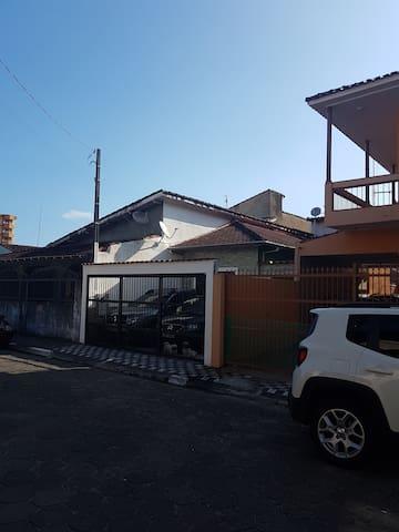 Casa Centro Mongagua - 200m da Praia - Mongaguá - Huis