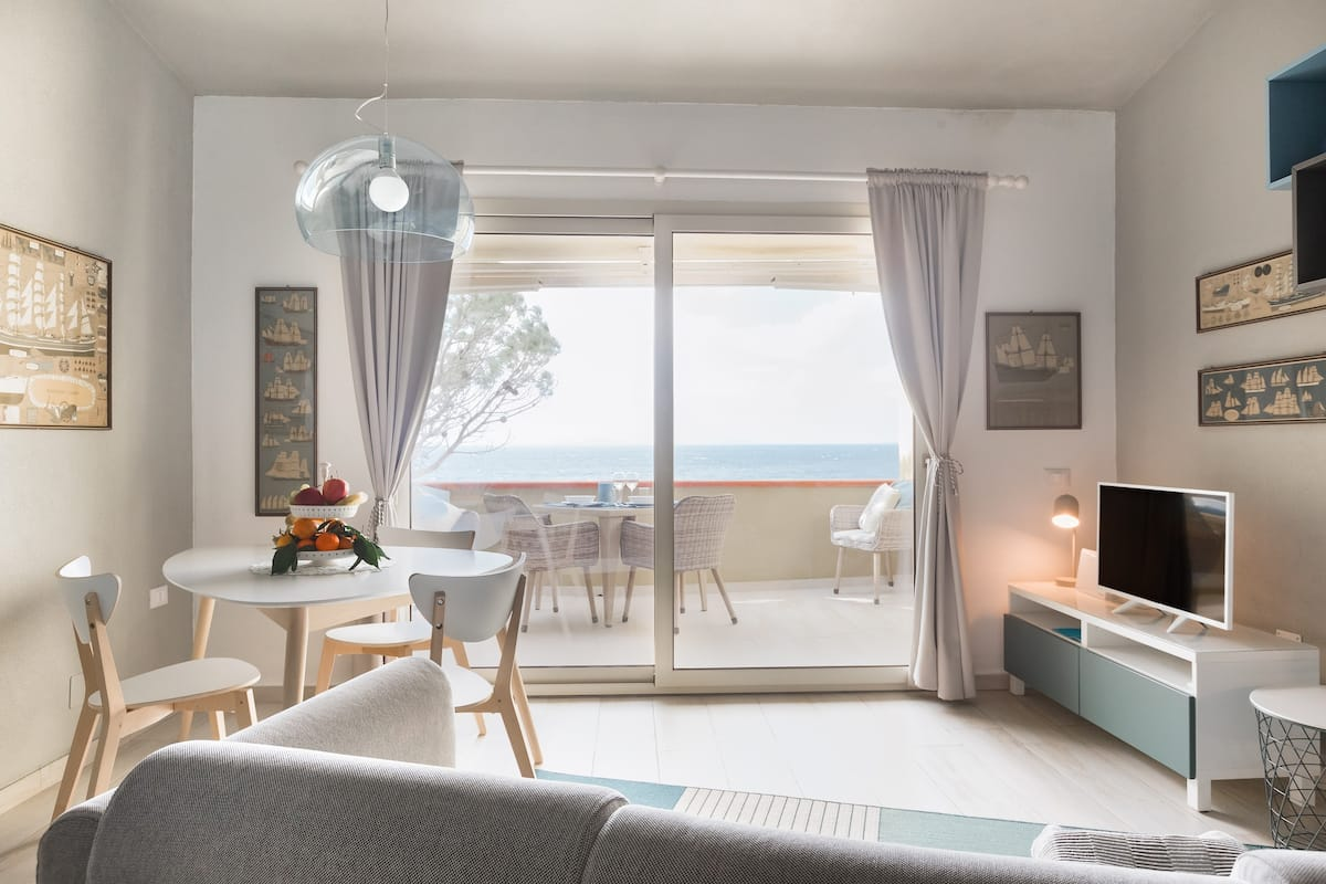 Luxurious New Seafront Apartment in Peaceful Location
