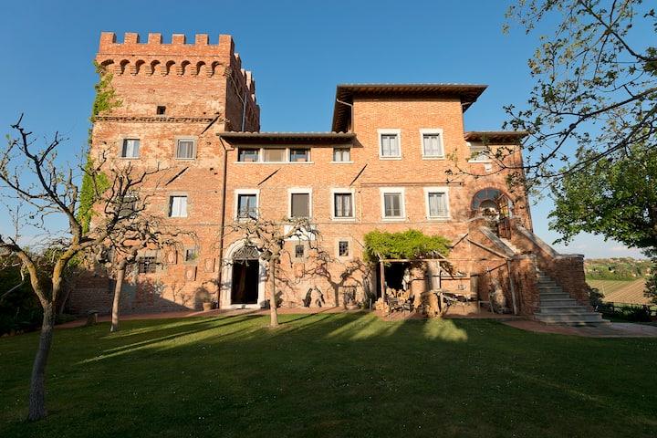 Room  in a tower near Montepulciano and Cortona