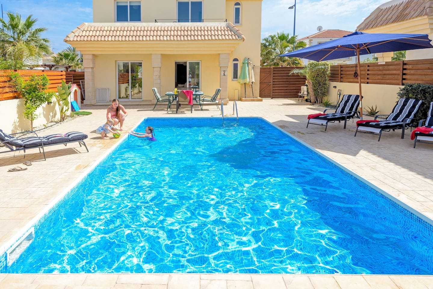 villas4kids - Villa Sophia - we can fence off a play area away from the pool