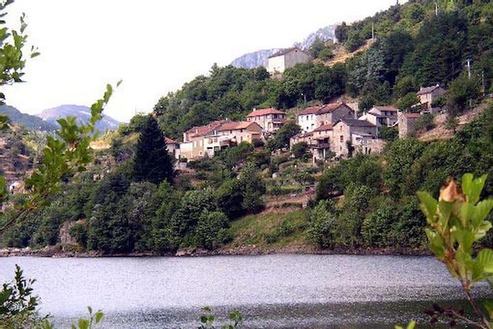 Le Petit Riou - Sainte-Marguerite-Lafigère - Pis