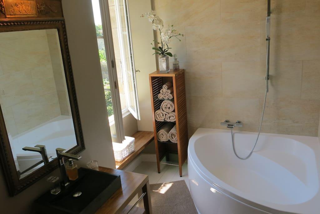 Queen Ann Suite ensuite bathroom